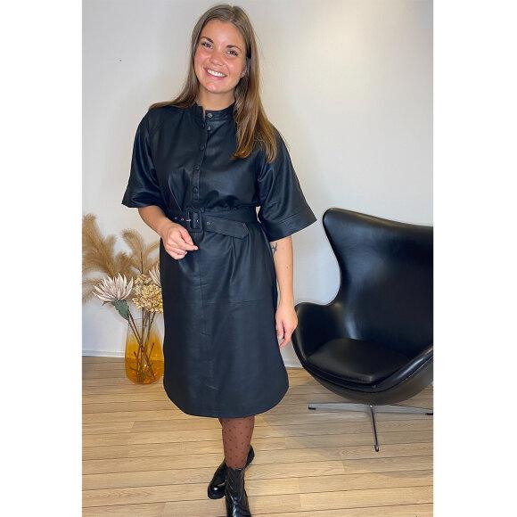 My Essential Wardrobe - My Essential Wardrobe MWBally Leather Oversize Kjole